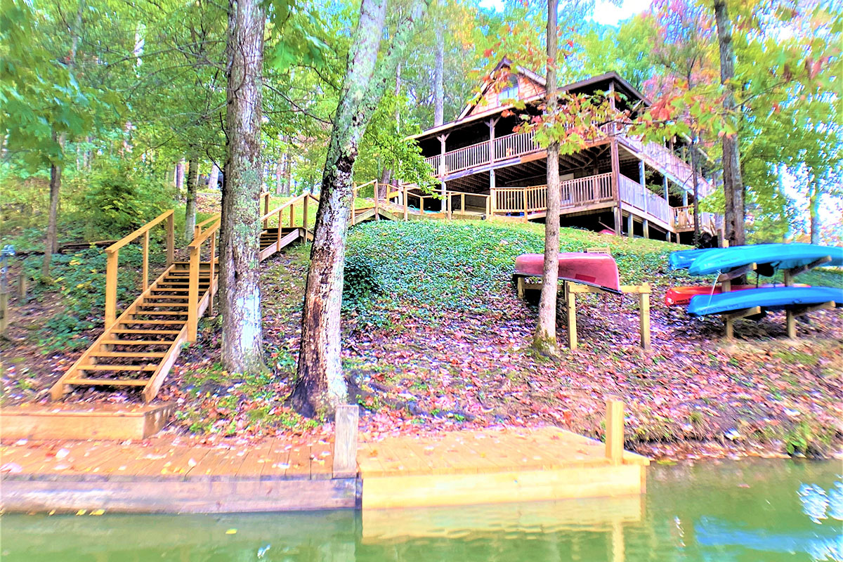 Lake Song - Relax by the lake in this mountain cabin in